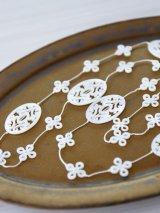 SILK 透し彫り白蝶貝のエレガントなネックレス(88cm)